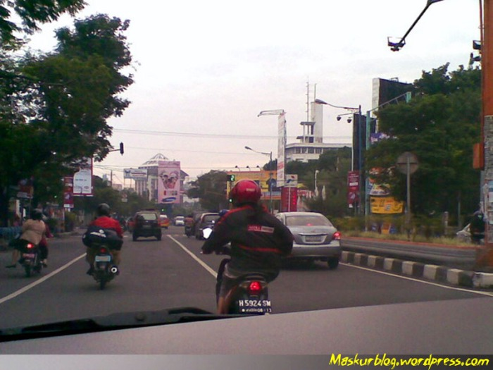 Perempuan riding posisi tanggung