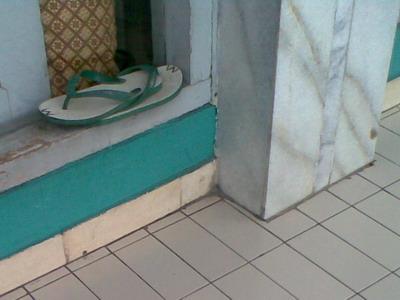 Sandal Jepit dinamai gurat.jpg