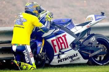 Rossi kiss M1 2010.jpg