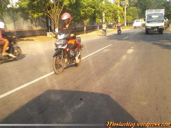 Rider Wanita Menyalip