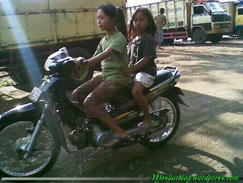 wpid-Remaja-Naik-Motor.jpg