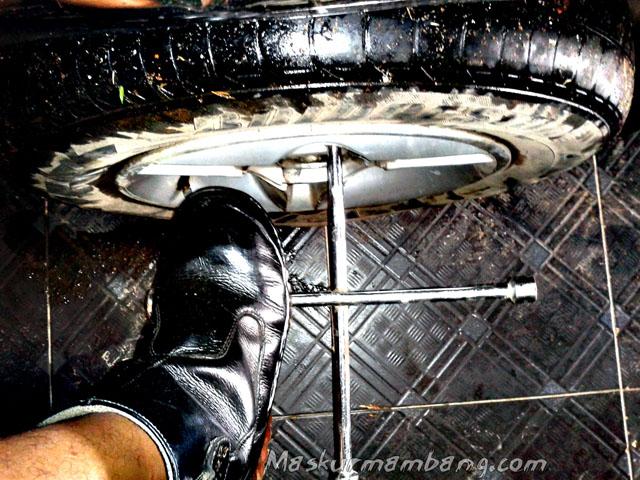 Copot Roda Sepatu Safety