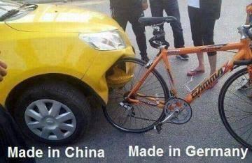 Mobil Cina Nabrak sepeda