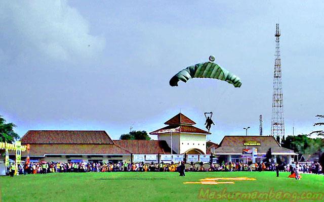 Acara Harley Cilacap - 10 Terjun Payung Mendarat