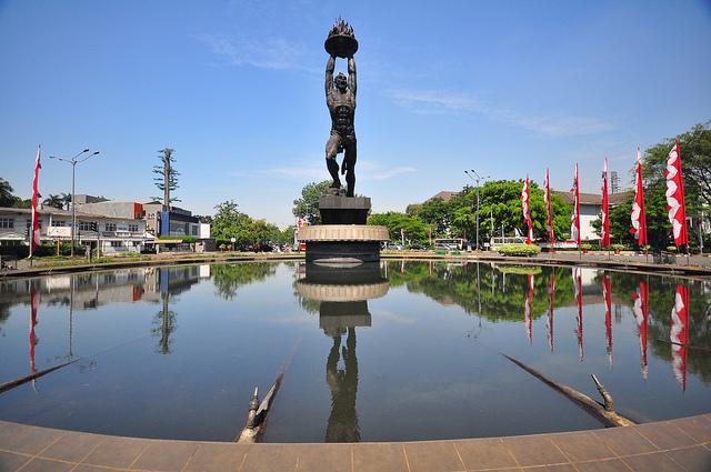 patung pemuda senayan