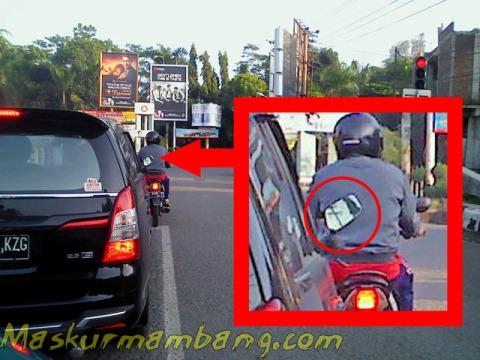 Spion Motor Di Mobil