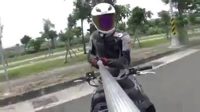 Selfie Di atas Motor.mp4_snapshot_00.07_[2014.07.23_08.29.22]