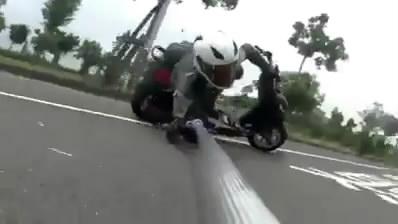 Selfie Di atas Motor.mp4_snapshot_00.55_[2014.07.23_08.30.03]