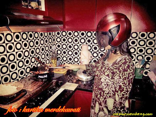 Helm buat di dapur