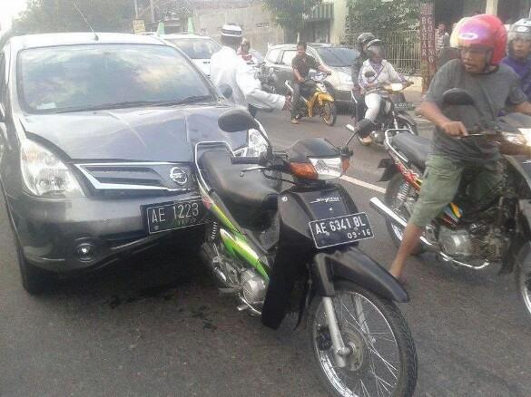 Mobil Penyok 2