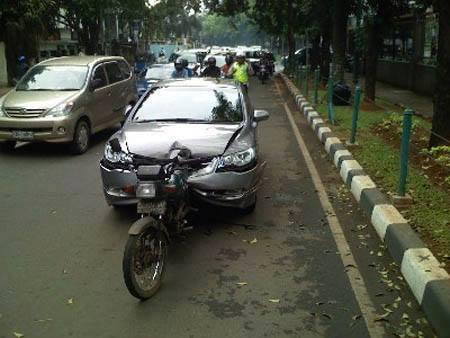 Mobil Penyok 3