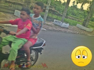 wpid-anak-kecil-naik-motor.jpg.jpeg