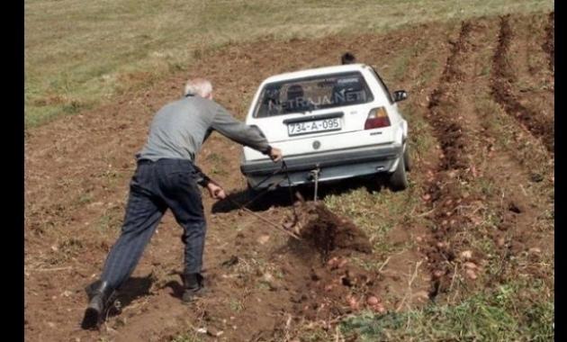 hatchback untuk membajak ladang