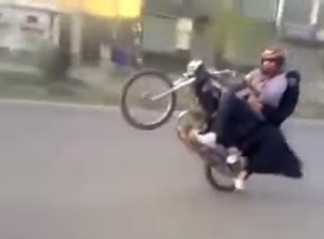 Wheelie Di Jalan