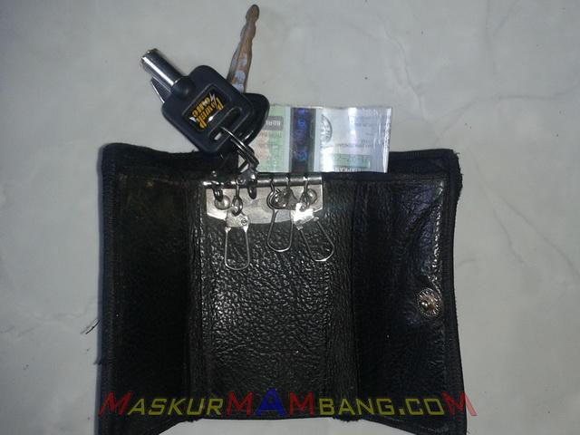 STNK di kantong kunci