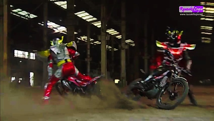 Bike-Fight, Kamen Rider Baron Vs Kamen Rider Tyran 1