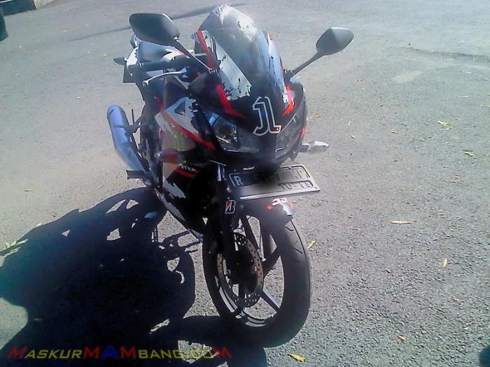 CBR 150 Jorge Lorenzo 1