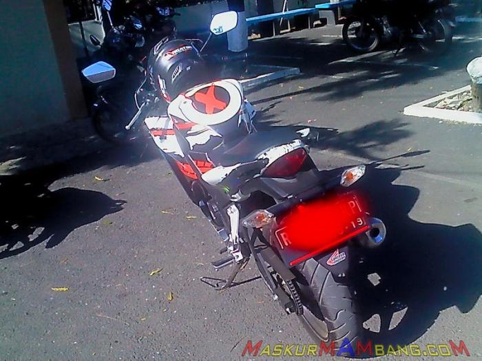 CBR 150 Jorge Lorenzo 2