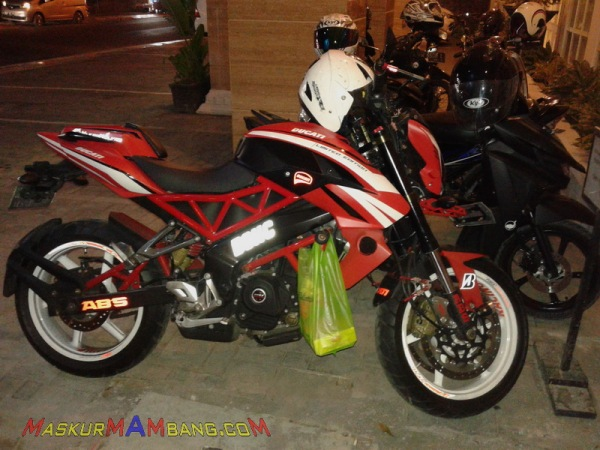 Ducati Monster200NS 00