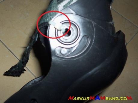 Mengikat Knee Protector dengan Cable Ties 2