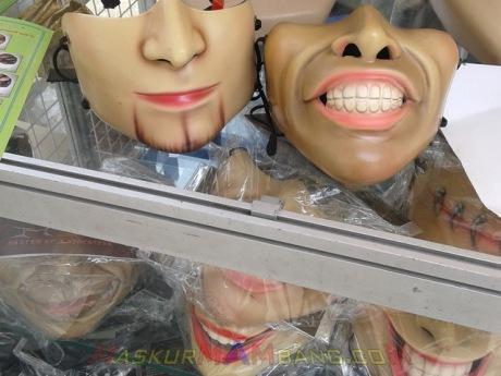 Masker Bergambar Mulut Menyebalkan