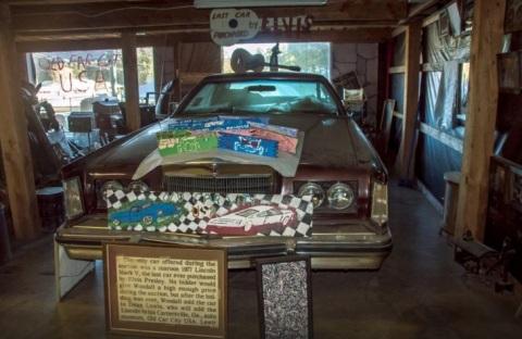 mobil tua untuk hiasan kafe
