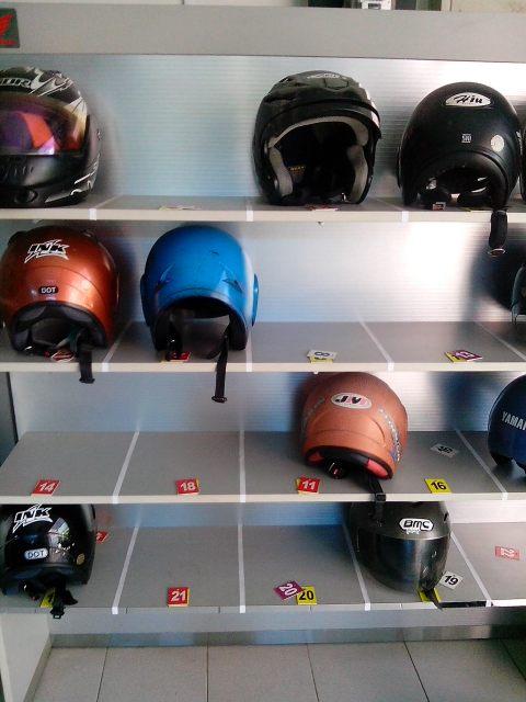helm di rak