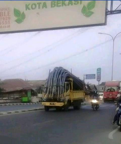 Truk Angkut Bambu