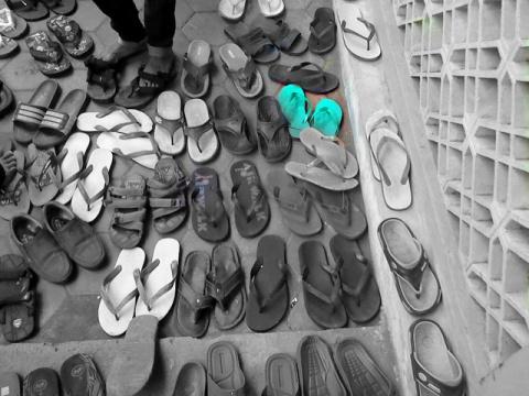 berbeda-haluan-sandal